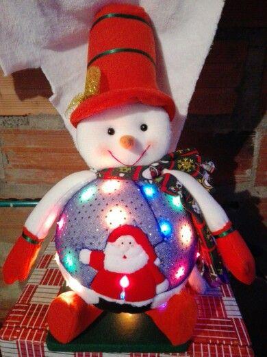 Muñeco de nieve con luces