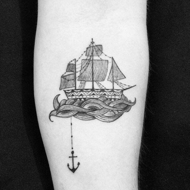 Tatuagem feita por @felipebuenaarte <3  #caravela #ancor #ancora #mar #ocean…