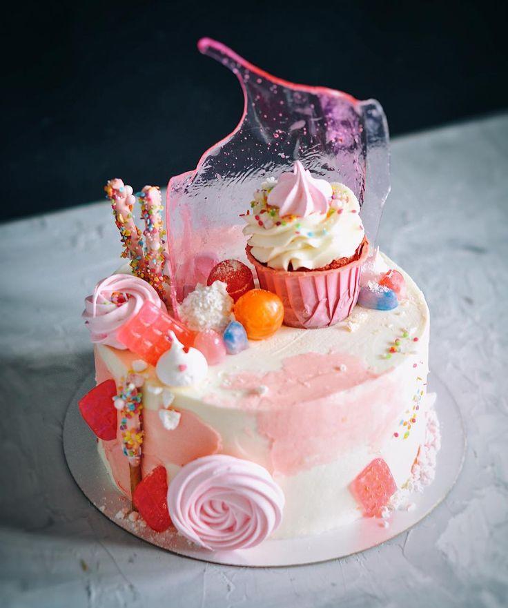 1,954 отметок «Нравится», 41 комментариев — Viktoria (@takecakespb) в Instagram: «Тортик для малышки в её первый день рождения 💓 Кто не умеет готовить безе, рецепт -…»