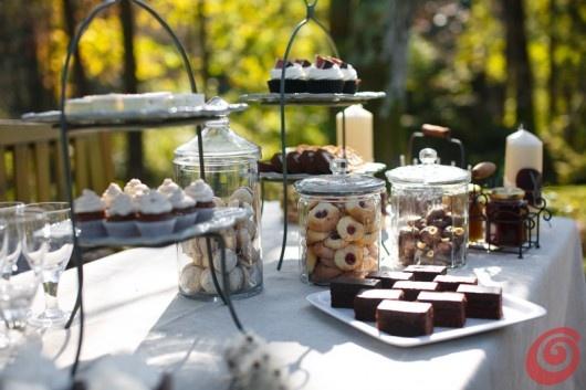 tavola apparecchiata e decorazioni con dolci autunnali alle castagne - il compleanno di papà
