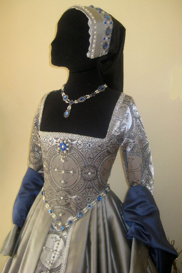 Silver and Blue Tudor Gown ... Think I finally know what to do with some hoarded fabric in my sewing room closet!! #sca #garb #tudor Check out the website