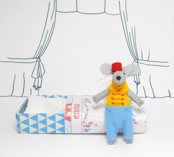 Circus Mouse in matchbox pre teen kids gifts by atelierpompadour #atelierpompadour  #plushie #feltedmouse