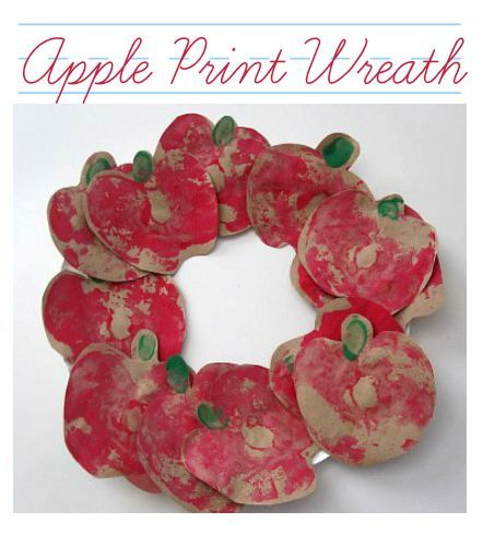 Use an apple to paint this wreath ! Fun apple craft for back to school time.