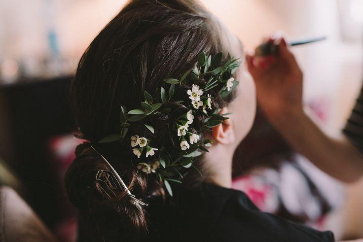INNA Studio_kwiaty do włosów / kwiaty na ślub / fot. Julia Wojciechowska Fotografia