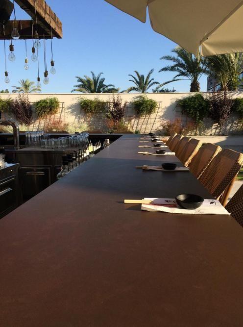Dekton Kadum alfresco topp tåler vær og vind og er perfekt i utekjøkkenet eller som bordplate utendørs. Vi leverer på mål. Besøk oss på www.allstein.no