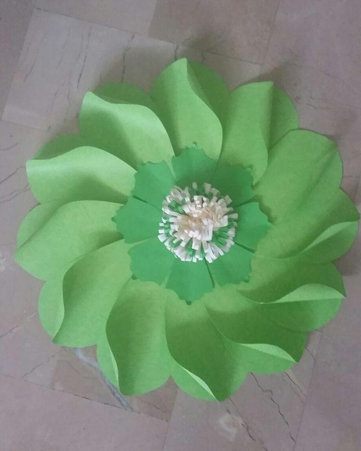 Flor gigante en cartulina