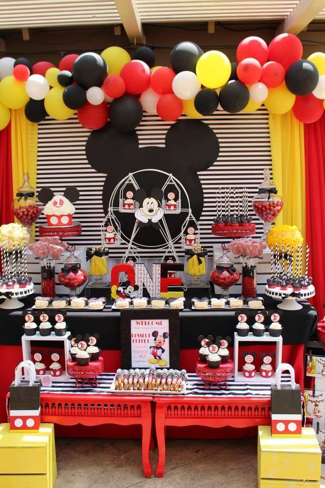 How great is this Mickey Mouse first birthday party!