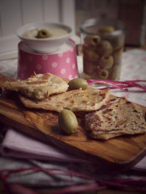 Oliven Fladen einfach in der Pfanne zubereiten, mit Dinkelmehl ohne Hefe