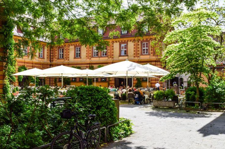 Weinausschank zum Wohle der Armen im Bürgerspital in Würzburg  ... #twowomo #würzburg #wein