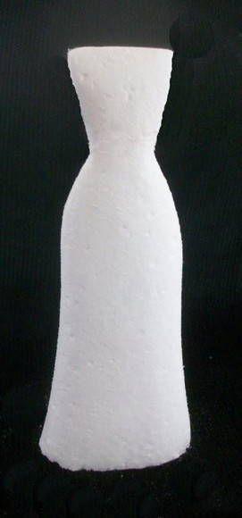 Escultura em isopor feminino (vestido reto) R$ 20,00