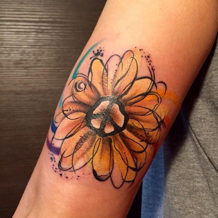 Un girasole karmico tutto energia.. Pace e Amore! Tattoo Artist : Valentina Sala Go Wonderful Valentina Go!  Tatuaggio a colori http://www.subliminaltattoo.it/prodotto.aspx?pid=09-TATTOO&cid=18  #girasole   #subliminaltattoofamily   #watercolor   #valentinasala   #colortattoo   #tatuaggio   #tattoo