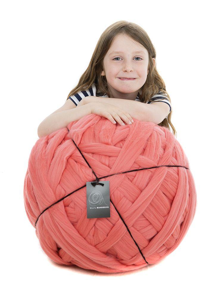 Extreme knitting Merino giant yarn. 6 kg ball in salmon