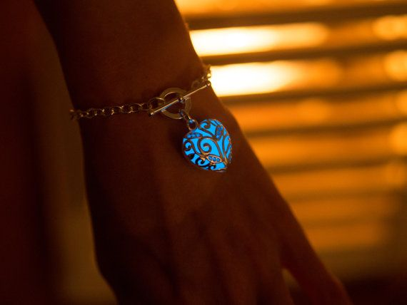 Blue Glowing Heart Bracelet - Glow in the Dark Jewelry by EpicGlows ....  I want oneeee of this♡♡♡