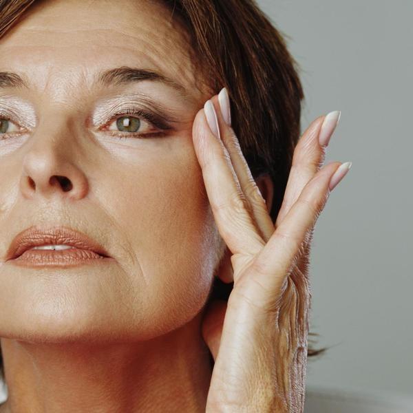 las mascarillas de yogur producen un efecto de rejuvenecimiento en la piel. Con…
