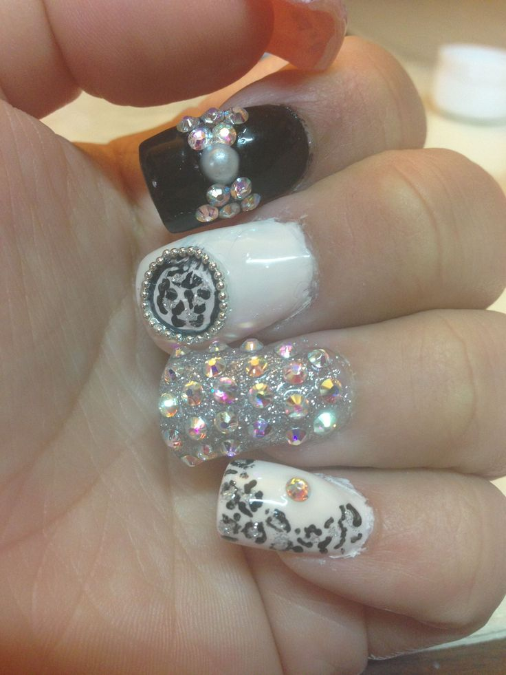 #leopard #sparkly #acrylic #nailsLeopard sparkly acrylic nails