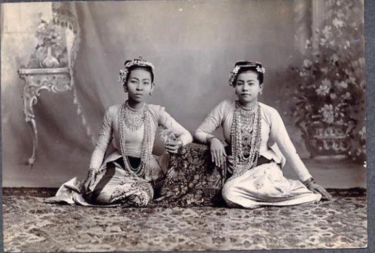 Lanna Princesses. Chiang Mai, 1903   via: TeakDoor.com - The Thailand Forum