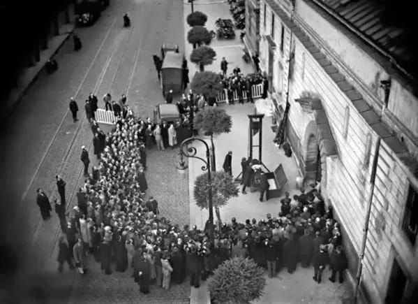 The execution of Eugen Weidmann, the last person that was publicly executed in France.