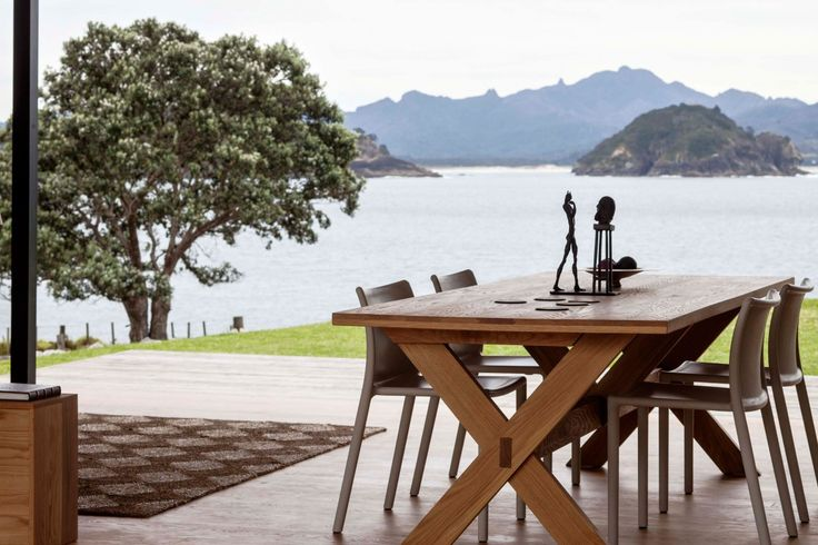 Good table and chairs. Storm Cottage by Fearon Hay Architects