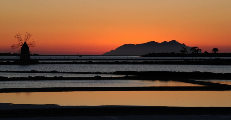 A collection of photos about sunsets in Trapani.