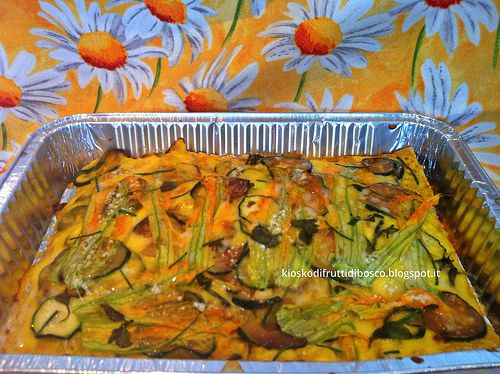Näkkileipälasagne sahramilla ja kurpitsankukilla - Lasagne di knackebröd ai fiori di zucca e zafferano