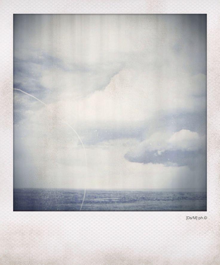 QUELLO SPAZIO DI CIELO.  Maleducato, sembrerebbe ad un occhio giovane, gradirei, si, gradirei le tue gambe,  come fossero quei fiori,  intrecciati e nudi di pelle. E dolci.  E amari.  E dolci ancora.  Ti prendo ed abito quello spazio di cielo che separa il mare dalle nuvole.  E dolci ancora.    http://paralleluniverseinpolaroid.wordpress.com