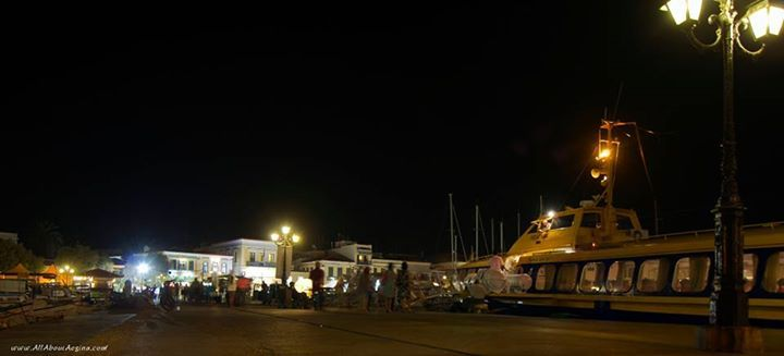 The flying dolphin has just arrived in Aegina
