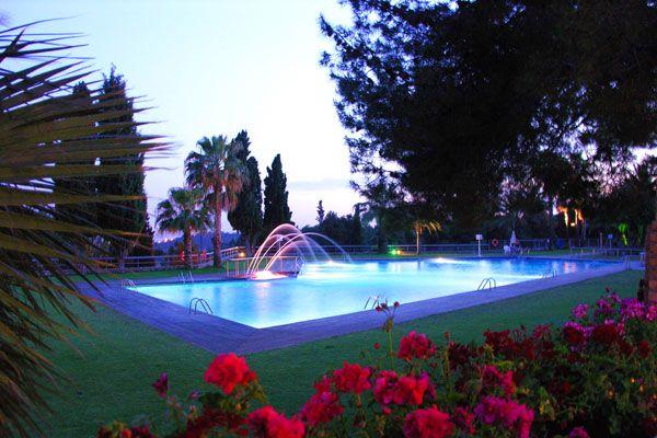 Détendez-vous sur la Costa Dorada, au bord de la piscine du camping 4* Vilanova Park ! Plus d'infos : https://www.tohapi.fr/costa-dorada/camping-vilanova-park.php #tohapi #camping #piscine #costadorada #espagne #vilanovailageltrú