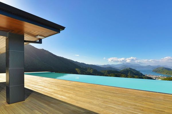 infiinity pool by Mayfair Pools