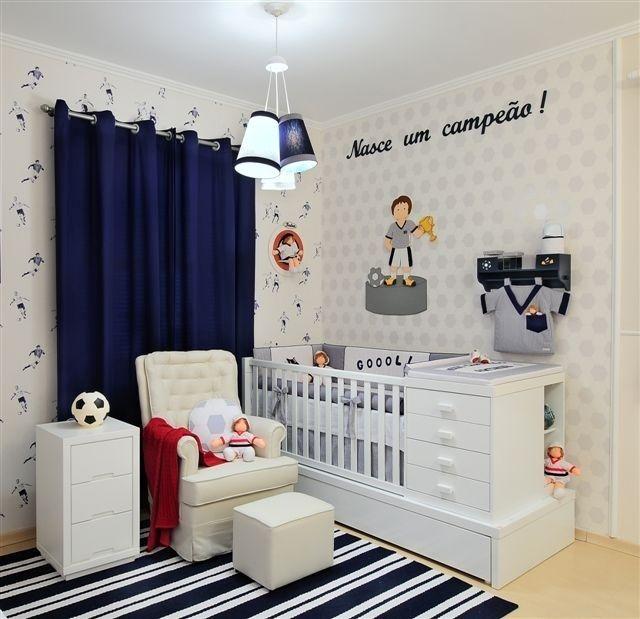O futebol é o tema desse quarto de bebê decorado pela empresa Dip en Dap (www.dipendap.com.br)