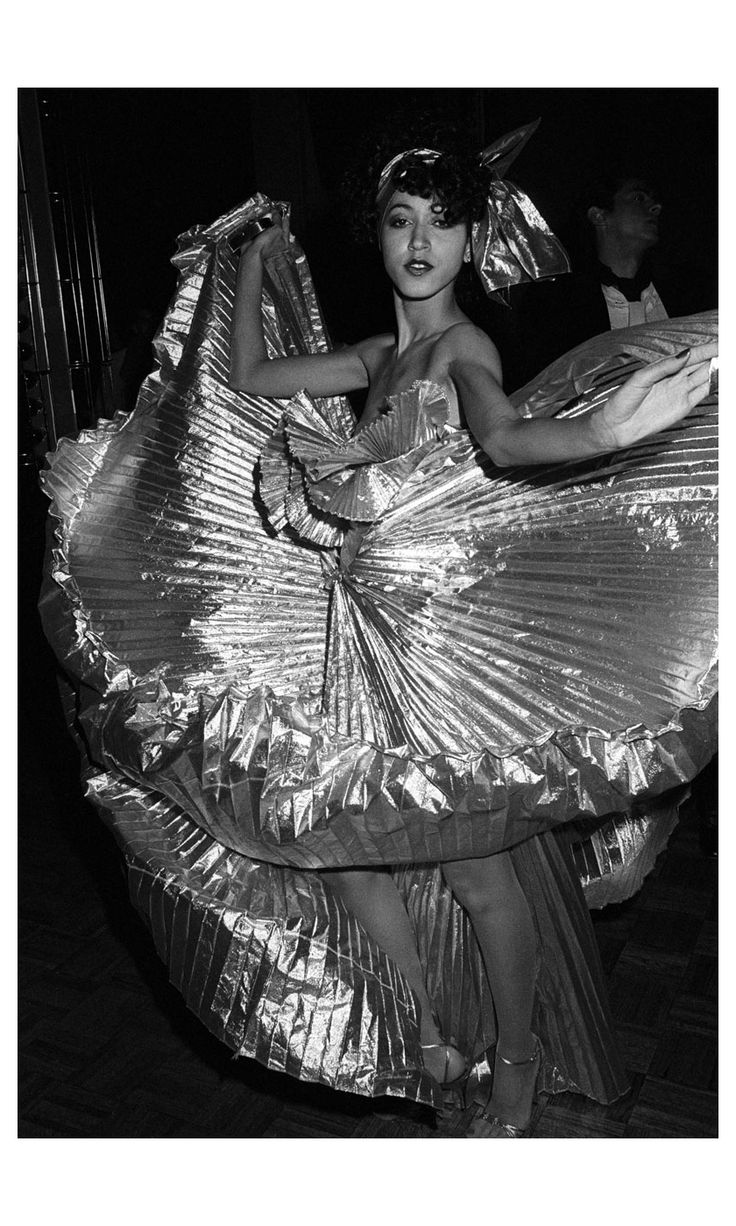 Pat Cleveland, 1977 Studio 54, Ph: Guy Marineau Pinterest: KarinaCamerino