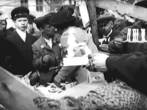 Москва, 1918 год, праздник на Девичьем поле, это в Хамовниках ... Кинохр...