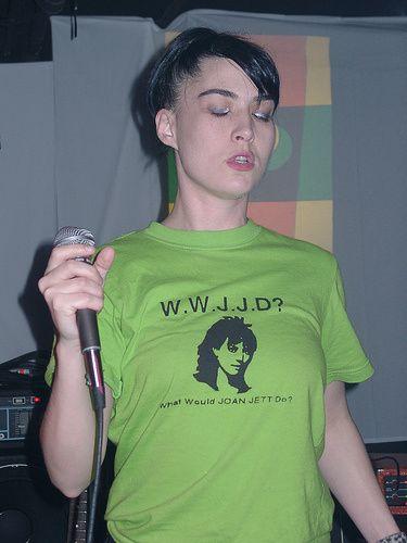 Kathleen Hanna. Want that shirt!