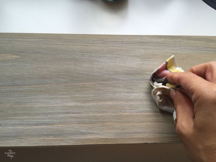 If you wonder how to weather wood yourself the easy way you can't miss this post. Take some paint, a container and a rag and enjoy the process.