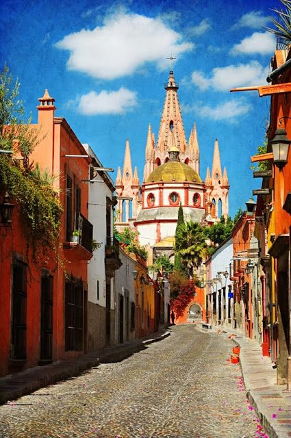 A beautiful street in San Miguel de Allende, #Mexico