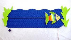 Schwimmender Regenbogenfisch