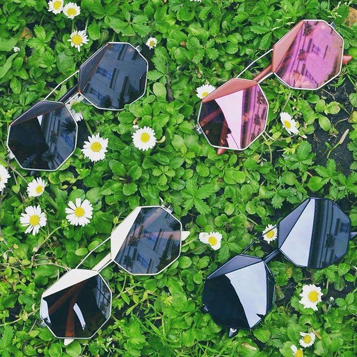 Sunbathing  octogon shape sunglasses szputnyikshop eyewear sunshine daisies