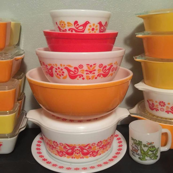 Pyrex Friendship 400 stack with Penn Dutch