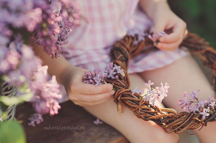 Spring photo idea for girl - lilacs / Сиреневая весна - детская фотосессия для девочки