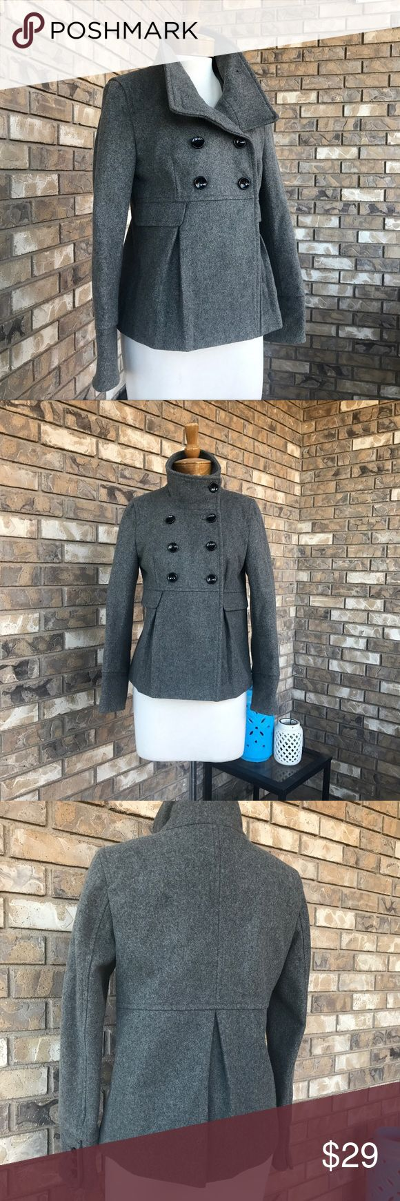 Old Navy Wool Pea Coat M Old Navy grey Pea coat with 70% wool... super warm.  Completely lined.  Pockets.  Neckline can be worn High or folded over.   Tailored fit.  Super cute back.  Worn just a few times.  Women's size Medium. Old Navy Jackets & Coats Pea Coats