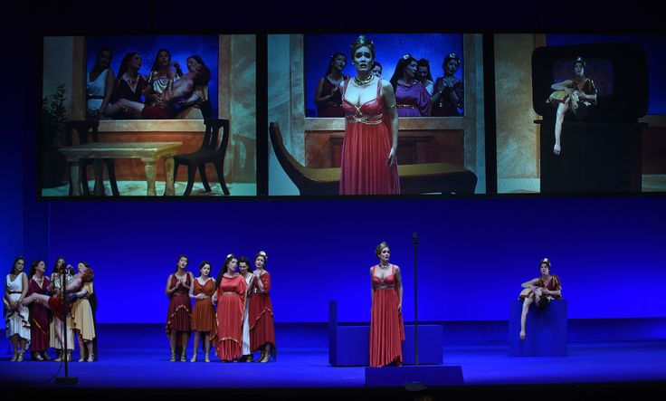 La Belle Hélène de Jacques Offenbach   http://chatelet-theatre.com/fr/event/la-belle-helene  #labellehelene #jacquesoffenbach #pierricksorin #giorgiobarberiocorsetti #burlesque #offenbach #operabouffe #theatreduchatelet #operette #paris    Photo : Marie-Noëlle Robert