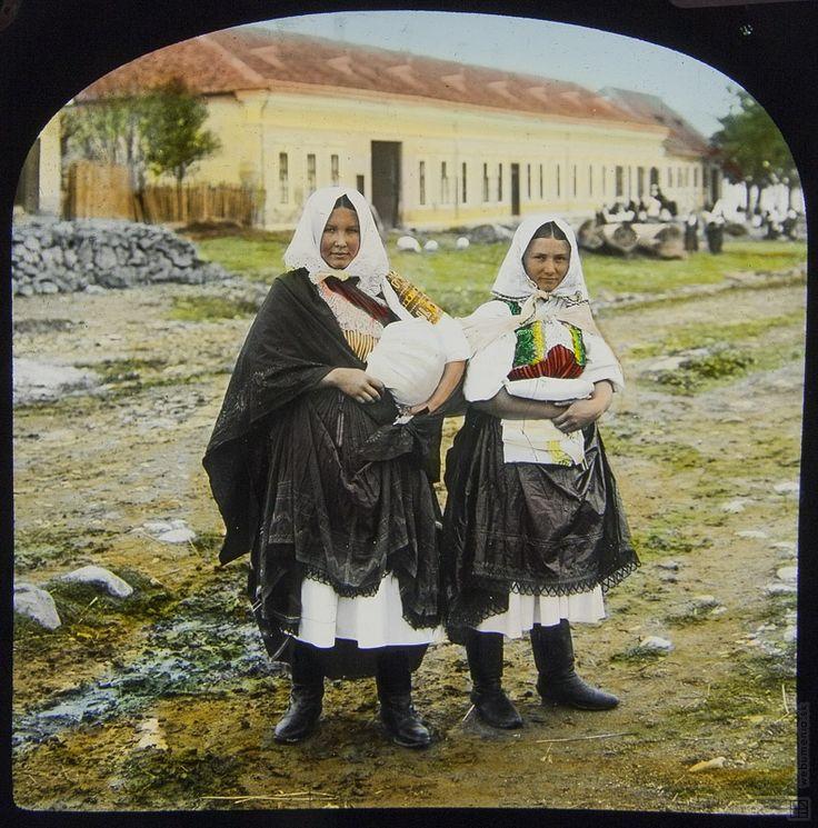 Stanislav Klíma: Dvě ženy v krojích. Detva ?:1908 - 1914