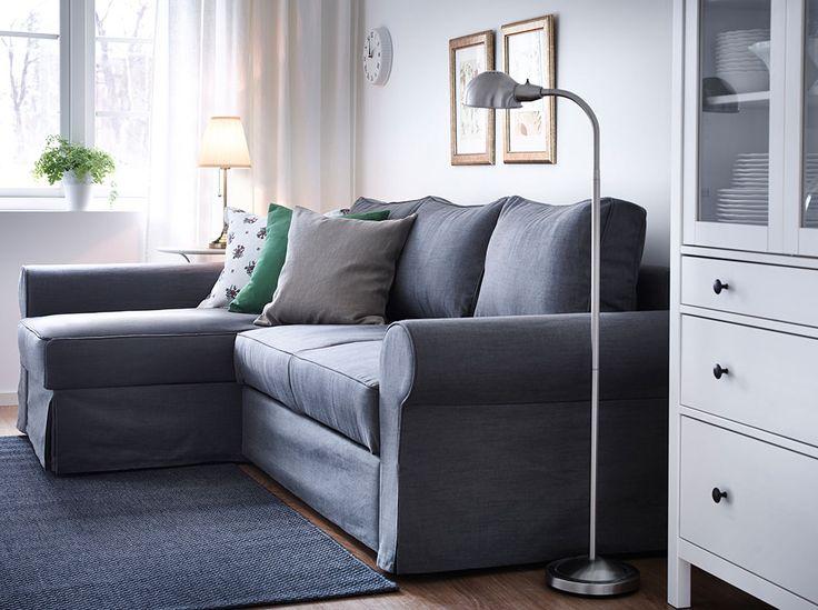 Soggiorno con divano letto a tre posti con chaise-longue e fodera grigia
