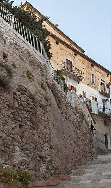 Montalto Uffugo (resti del castello, porte)