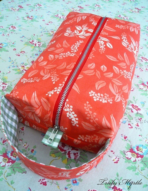 Love my new box bag! Shoe box size project bag for my knitting. Try my box bag tutorial and make one for yourself! by trulymyrtle