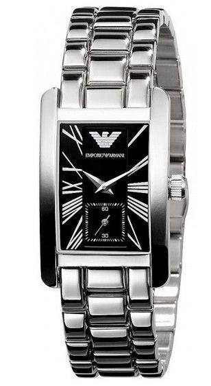Montre ARMANI femme, bracelet acier et cadran rectangulaire noir avec chiffres romains, prix discount.