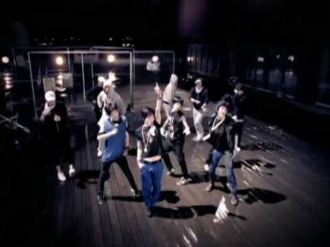 SHINee - 누난 너무 예뻐 (Replay). Personally, I think this is still the best SHINee song. #kpop