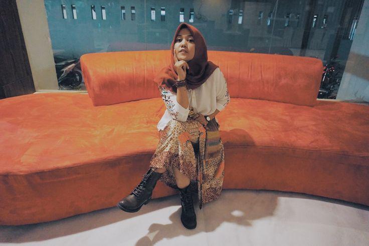 Boho's hijab #boho #bohemian #outfit #hijab #hijabboho #ethnic #vintage #red #boots #chocoethnic