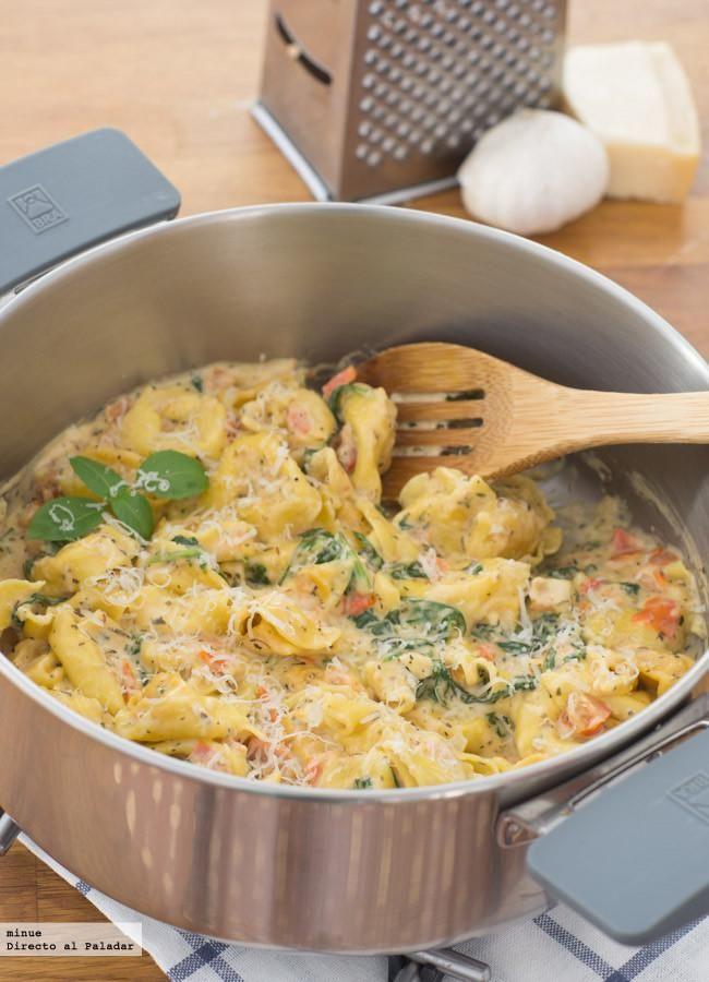 Receta de tortellini con salsa de tomates y espinacas. Con fotos del paso a paso y la presentación. Trucos y consejos de elaboración. Recetas de pasta