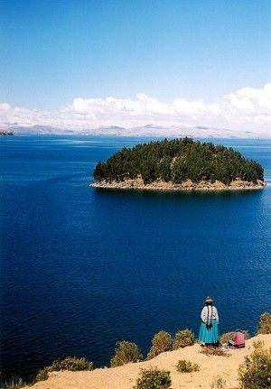 Creo que montas su caballo a la costa el Lago Titicaca donde puedes ver la Isla de Sol. Está la isla en el lago más navegable del mundo.