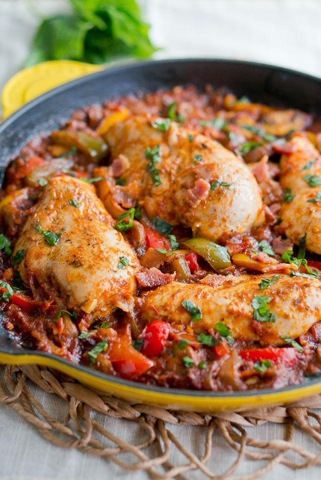 One Skillet Chicken Cacciatore - Italian comfort food made with peppers, mushrooms, tomatoes. One pan, 40 minutes!